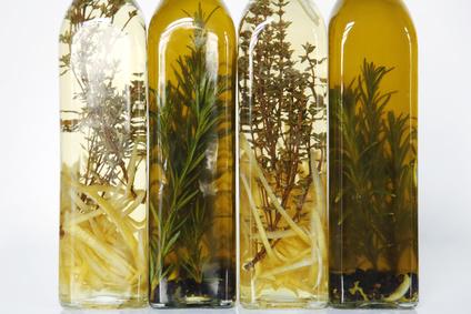 Rosmarinöl und Tymian-Zitronen Essig