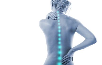 Frau WIrbelsäule Schmerz Rücken